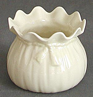 Vintage Irish Belleek Fluted Pot With Ribbon Tie (Image1)