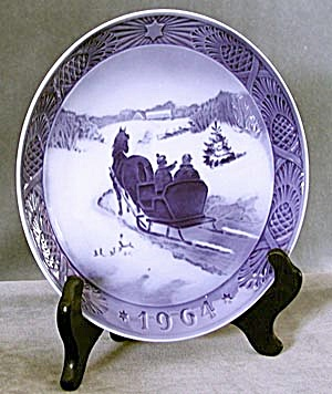 Fetching the Christmas Tree Christmas Plate (Image1)