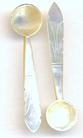 Vintage Mother Of Pearl Salt Spoons Set Of Twq