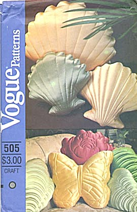 Vintage Vogue Pillow Pattern Uncut (Image1)