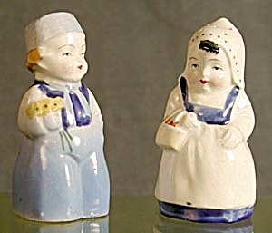 Dutch Couple: China, Salt & Pepper Shakers (Image1)