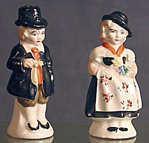 Man & Woman China Salt & Pepper Shakers (Image1)