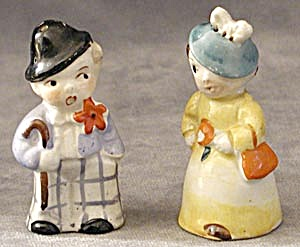 Darling Couple: China Salt & Pepper Shakers (Image1)