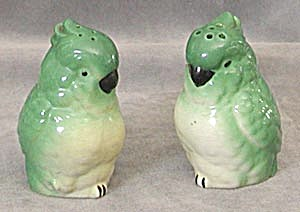 Vintage Green Parrot Salt & Pepper Shakers (Image1)