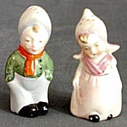 Vintage Dutch Couple Salt & Pepper Shaker (Image1)