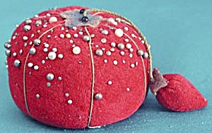Vintage Tomato Pin Cushion (Image1)