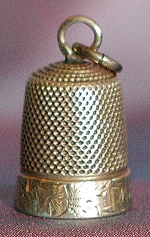 Vintage Gold Thimble Charm (Image1)