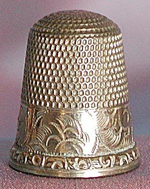 Vintage Gold Thimble Size 6 (Image1)