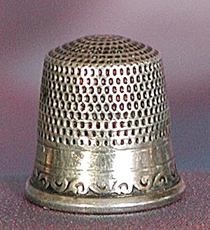 Vintage Embossed Sterling Thimble (Image1)