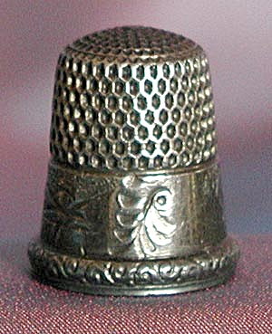 Vintage Sterling Thimble with Embossed House (Image1)