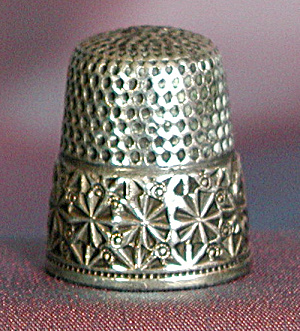 Vintage Sterling Thimble: Embossed Star Border (Image1)