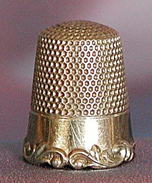 Vintage Gold Thimble Size 8 (Image1)