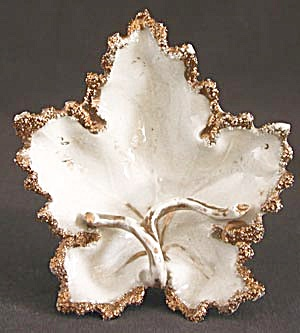 Vintage German Leaf Shaped Pipe Ash Tray (Image1)