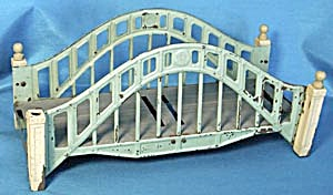 Vintage Lionel Metal Train Bridge (Image1)