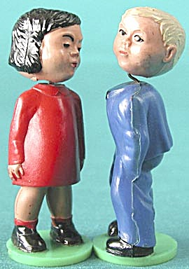 Vintage Magneto Kissing Couple made in Western Germany (Image1)