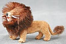 Wagner Kunstlerschutz Flocked Lion (Image1)