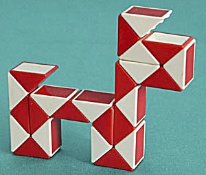 Vintage Plastic Dog Puzzle (Image1)