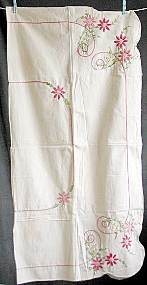 Vintage Pink Flower Embroidered Tablecloth (Image1)