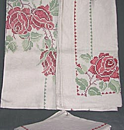 Vintage Linen Cross Stitched Tablecloth & Napkins (Image1)