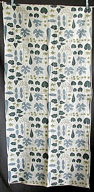 Vintage Leaf Runner in Shades of Teal (Image1)