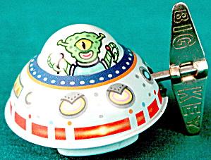 Vintage Tin Martian In Spaceship Wind Up (Image1)