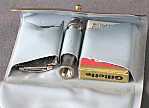 Vintage Gillette Travel Safety Razor in Gold Case (Image1)