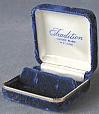 Vintage Blue Velvet Pearl Earring Box (Image1)