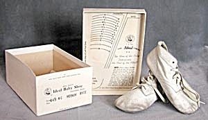Vintage Ideal Mrs. Day's Baby Shoes (Image1)