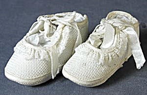 Vintage White Mesh Type Baby Shoes (Image1)