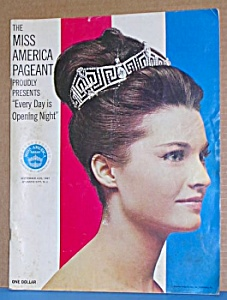 Autographed 1967 MISS AMERICA PAGEANT PROGRAM (Image1)