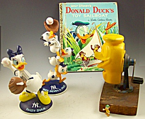 Vintage Collection Of Disney Donald Duck Toys-book-yankees