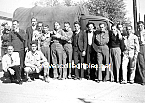 Vintage Photo - Very AFFECTIONATE Group of Guys GAY INT (Image1)