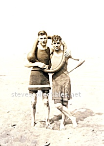 1915 Affectionate Male Swimsuit Couple Photo - GAY INT. (Image1)