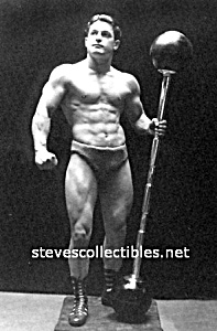 Early HOT Muscular STRONGMAN Photo - GAY INTEREST (Image1)