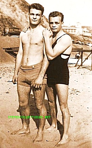 Vintage HOT MALE COUPLE on the Beach Photo-GAY INT (Image1)