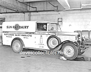 Early Springfield SUN-RAY DAIRY TRUCK PHOTO - 8 x 10 (Image1)