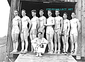 Early HOT SHIRTLESS CREW ROWING Team Photo - GAY INTEREST (Image1)