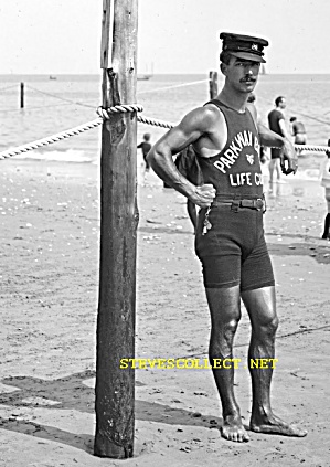 1920s MUSCULAR Mustached LIFEGUARD -  Photo - GAY INTEREST (Image1)