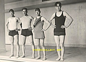 1920s YOUNG MEN IN SWIMMING COSTUME -  Photo - GAY INTEREST (Image1)