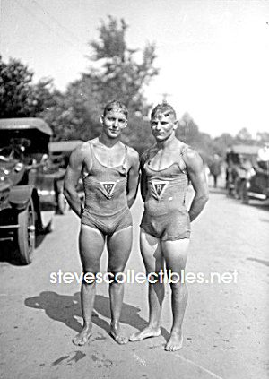 c.1923 WET PHYSIQUES - Male Swimmers Photo - GAY INT (Image1)