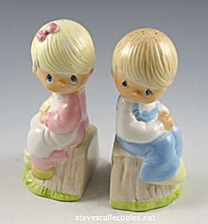 Cutest PRECIOUS MOMENTS Salt and Pepper Shakers (Image1)
