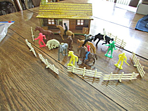 Bar M Ranch House With Action Figures
