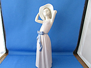 Lladro Woman With Hat And Blue Bow