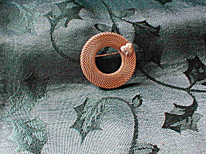 Mesh Wreath Brooch (Image1)