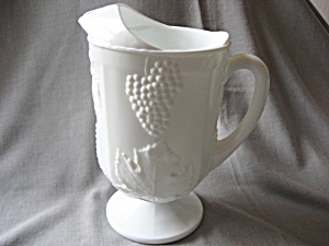 Indiana Glass Grape Vine Pitcher (Image1)