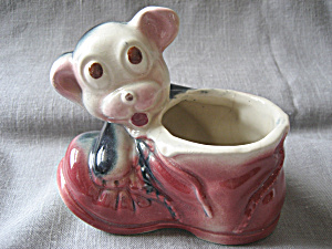 Old Shawnee Dog with Shoe Planter (Image1)