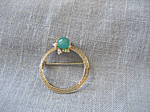 Lamarquise Jade And 12 Kt Gold Brooch