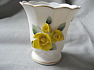 Yellow Rose Vase (Image1)
