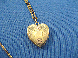 Gold Heart Locket (Image1)
