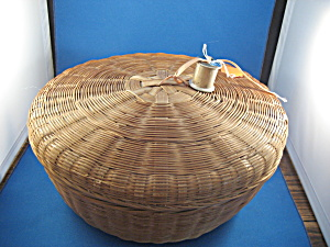 Large Vintage Sewing Basket (Image1)